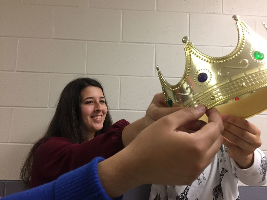 MISS SHS COMMITTEE PREPARES FOR SHOW