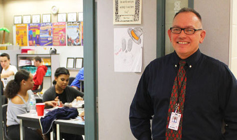 SPOTLIGHT: SUBSTITUTE TEACHER MR. SHANNON SETTLES IN AT SEMINOLE