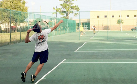 'NOLES VARSITY TENNIS TEAM TRAINS TOWARDS ANOTHER GREAT SEASON