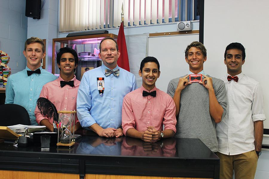 Mr.+Travis+Pilch+teaches+biology+students+with+hands-on+activities.+