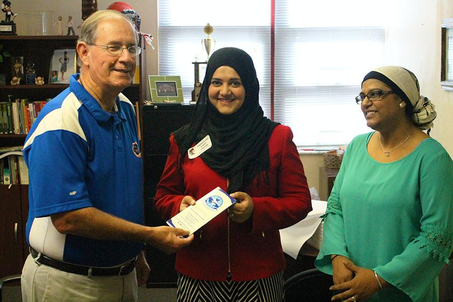 The United Muslim Foundation contributed $1,000 to Seminole High School's food pantry and literacy program.