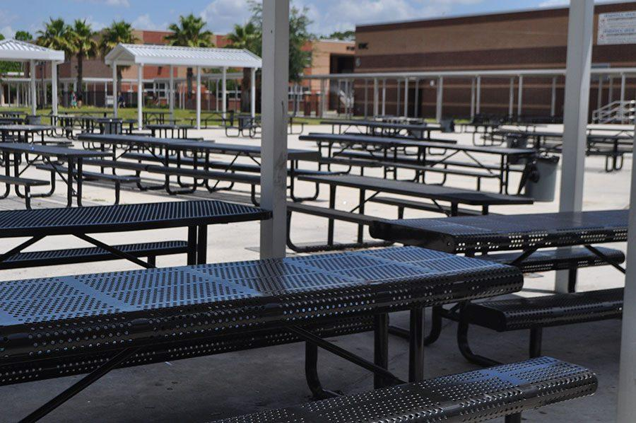The limited amount of lunch room seating unfairly deprives students of space.