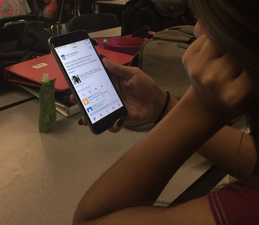 Student reads negative tweets about Malia Obama on Twitter.