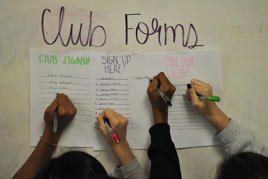 Seniors rush to sign up for clubs they have no interest all for cords.