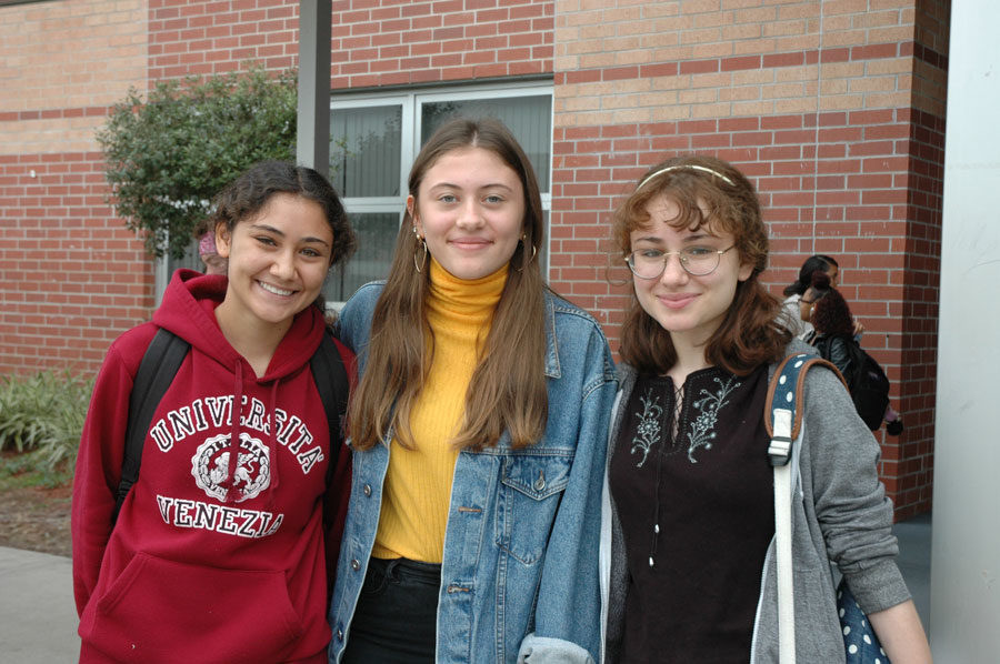 Sophomore+Pia+Vollmann+%28center%29+is+an+exchange+student+from+Germany+determined+to+live+her+best+American+life+along+with+her+host+sisters%2C+Aya+%28left%29+and+Rowan+Hassan+%28right%29.