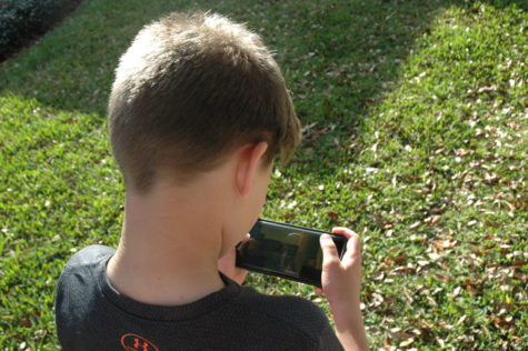 CHILDREN RECEIVE SMARTPHONES TOO SOON